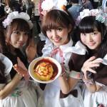 stand makanan yang dilayani oleh maid