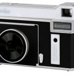 Kamera Monokrom Kece yang Bisa Cetak Foto Sendiri